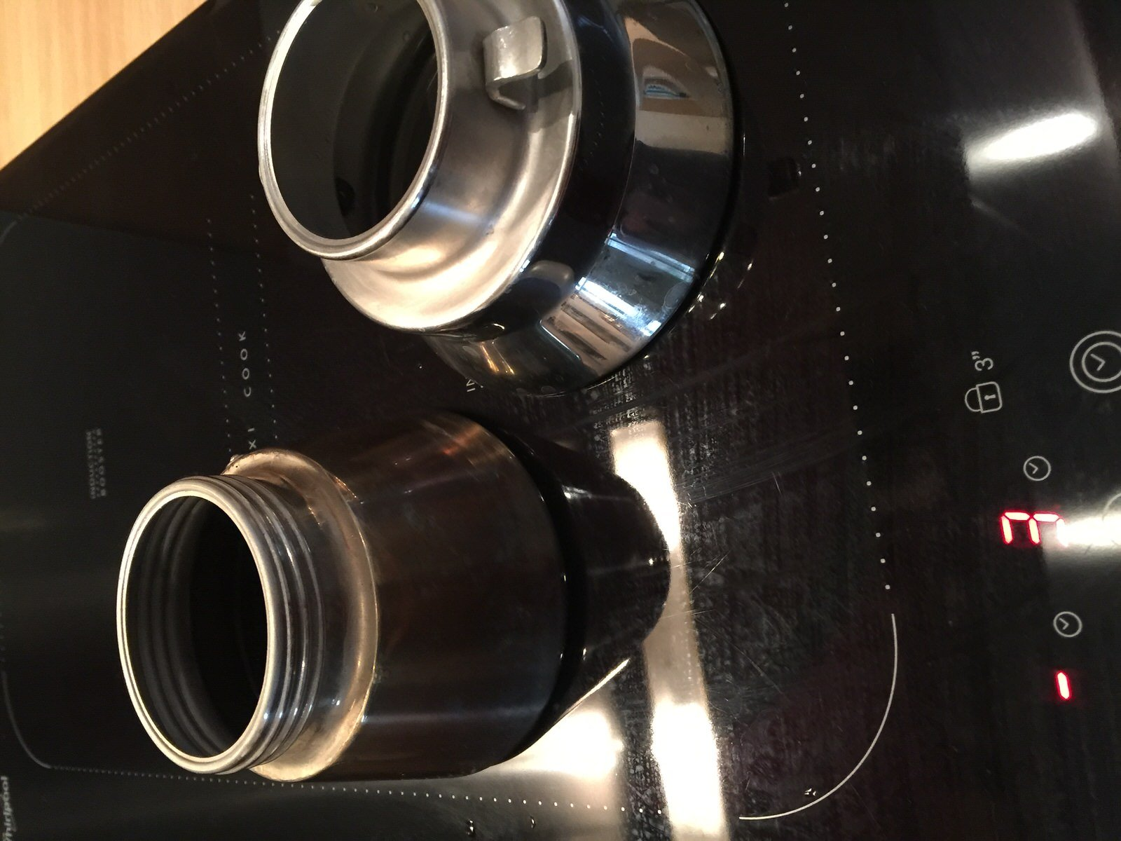 """two moka pots work where on this induction hob one gets the """"no pot"""" alert"""